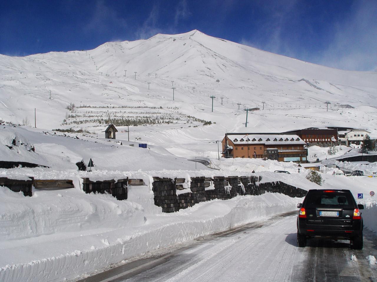 Turisti bloccati dalla neve sull'Etna a -11°$