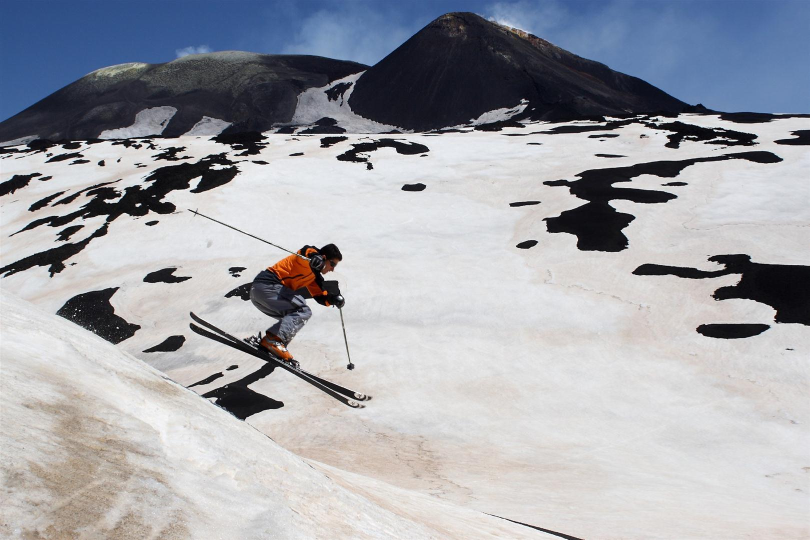 The ski resort of mount etna sud has 5 plants 1 gondola 1 chair lifts